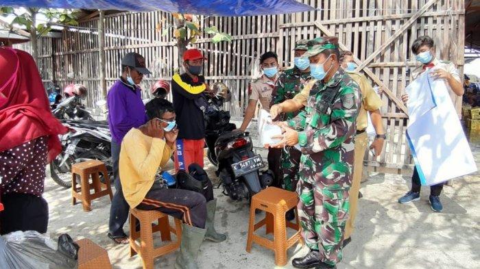 IKA FKG Unair bersama Pangkalan Utama TNI AL Surabaya Bagikan Belasan Ribu Masker di Rembang