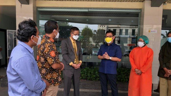 Yayasan AHM dan IKALUIN Syarif Hidayatullah Salurkan Bantuan untuk Nakes