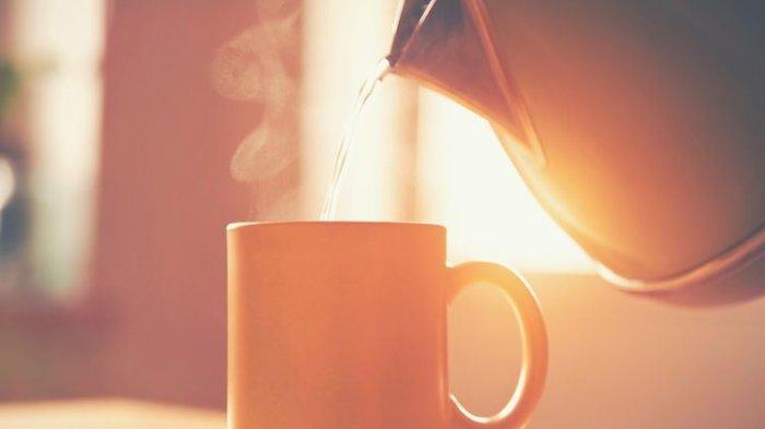 Benarkah Minum Air Hangat Saat Berbuka Puasa & Sahur Bisa Bikin Langsing? Ini Penjelasan Ahli Gizi
