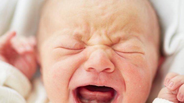Seorang Wanita Tiba-Tiba Melahirkan di SPBU, Bayi Tergeletak di Tanah dengan Ari-Ari Masih Menempel