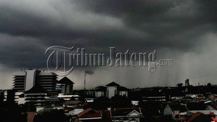 Ilustrasi cuaca buruk di jateng
