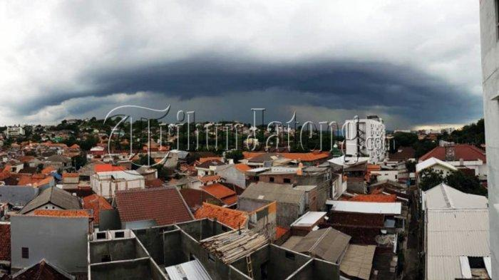 Ilustrasi cuaca buruk jateng