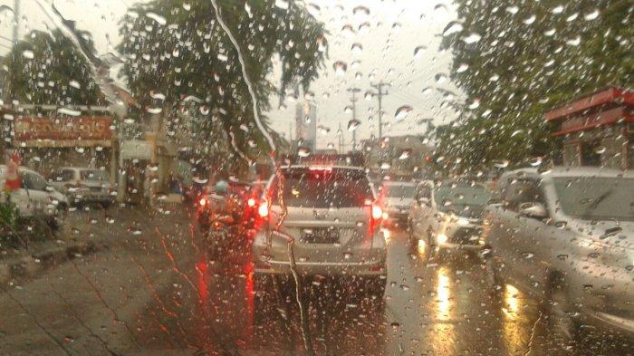 Ilustrasi hujan lebat di kota semarang 20171016 133817