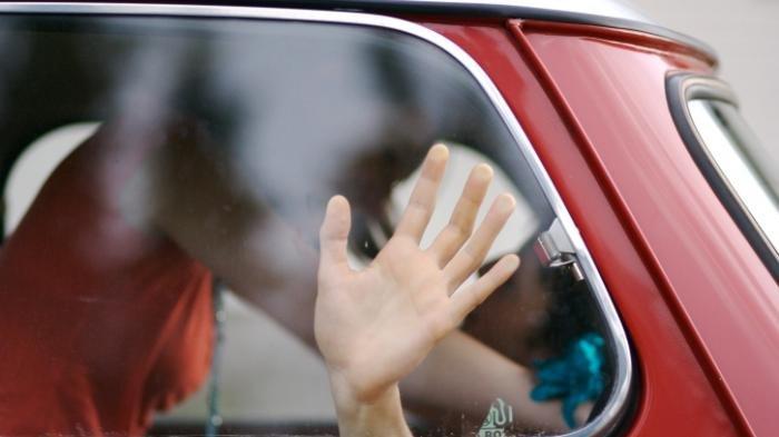 Saat Digerebek Polisi, Youtuber Ini dalam Keadaan Tanpa Busana Bersama Pacar di Mobil
