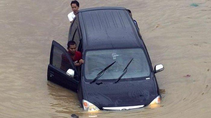 Harga Perbaikan Mobil Jika Blok Mesin Terendam dan Kemasukan Air Banjir