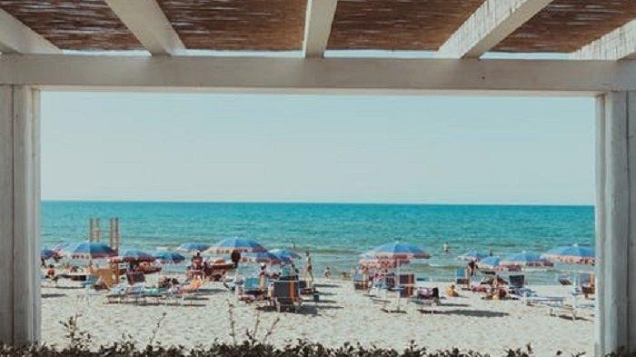 Ilustrasi pantai Sardinia Italia