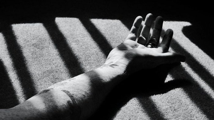 Seorang Siswi SMA Rekam Dirinya saat Minum Racun, Depresi Terbebani Tugas Sekolah Daring