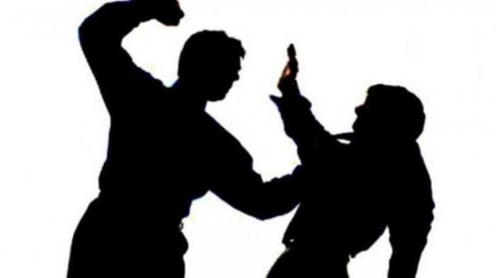 AS Aniaya AR karena Emosi Temukan Pesan Mesra di Ponsel Istri
