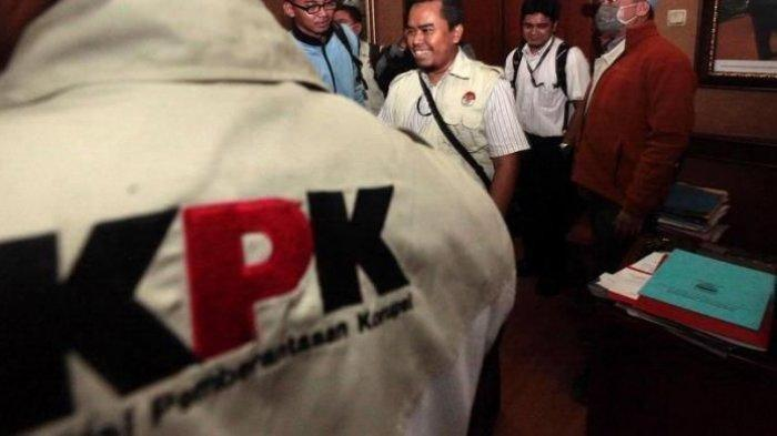 Ilustrasi petugas KPK. Sosok Harun Al Rasyid yang Pimpin OTT KPK Bupati Nganjuk Novi Rahman Hidayat ada di artikel ini.