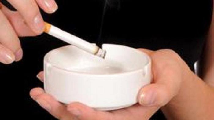 Sesuai Undang-undang, Merokok Sambil Berkendara Bisa Dikenakan Sanksi Penjara