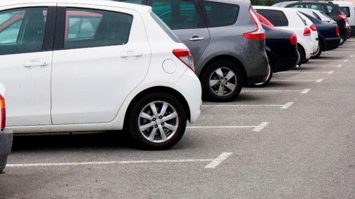 Ada Mobil Parkir di Jalur Pedestrian Berbulan-bulan Seperti Rumah Sendiri