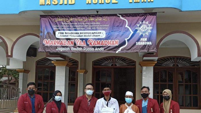 IMM Kedokteran UMP dan IMM Banyumas Serahkan Ratusan Paket Sembako