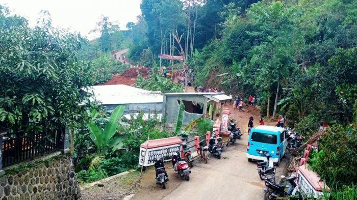 Jalan Penghubung Desa di Jatiyoso Karanganyar Sudah Bisa Dilalui, Jaringan Listik Diperbaiki