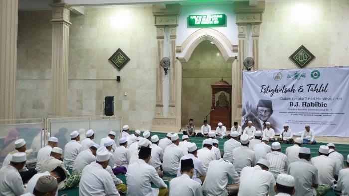 RatusanWarga Muslim Ungaran Semarang Gelar Tahlilan 7 Hari Wafatnya Presiden Ketiga BJ Habibie