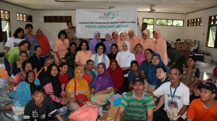 Istri Panglima TNI Didampingi Fitri Idham Azis Kunjungi Korban Banjir Jakarta