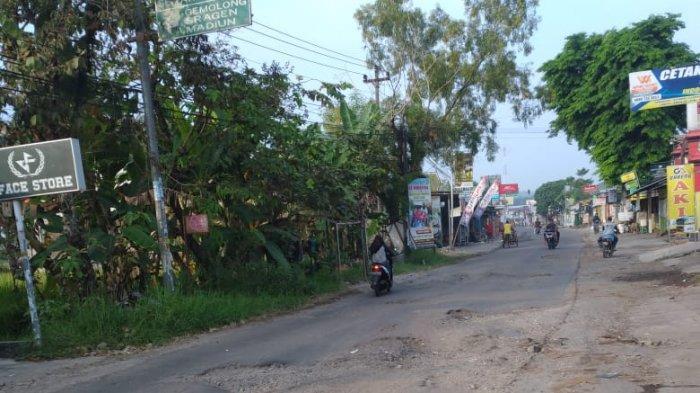 Jalan Karanggede Wonosegoro Bahayakan Pengendara