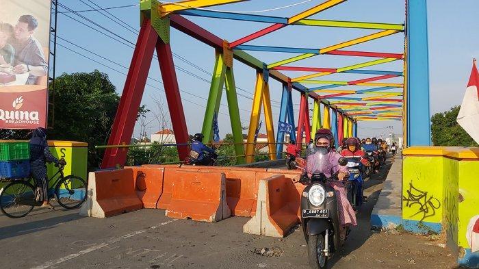 Beton Pembatas Jalur Penghubung Mejasem ke Kota Tegal Dibuka Total