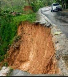 Jalan Desa di Gemantar Jumantono Karanganyar Longsor, Membahayakan Pengendara