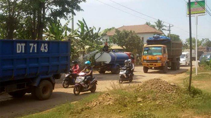 Ganjar Pranowo Datang, Jalan Rusak Berdebu Dampak Proyek Jalan Tol Langsung Disiram