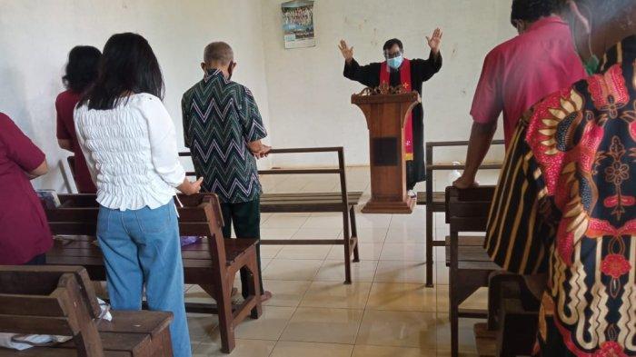 Berjuang Selama 18 Tahun, Jemaat Gereja Ini Laksanakan Ibadah Natal Sembunyi-sembunyi