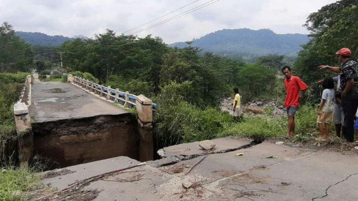 Jembatan Kaligintung Desa Batuagung Tegal Makin Memprihatinkan, Kades Berharap Segera Diperbaiki.