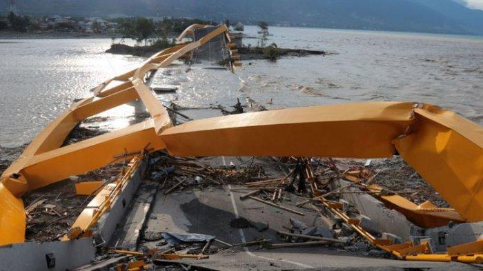 Rangka Besi Jembatan Kuning Palu yang AmbrukAkibat Gempa dan Tsunami'Dipreteli' Sejumlah Orang