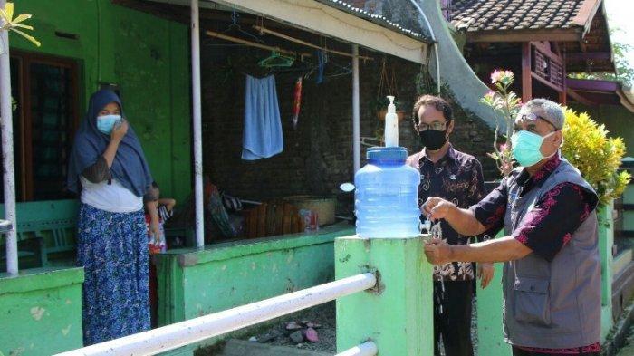 Kumbang Dilibatkan untuk Mencegah Penularan Covid-19 di Desa Balapulang Kulon Kabupaten Tegal.