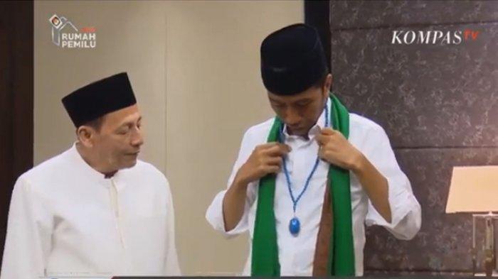 Habib Luthfi Beri Tasbih Biru Mbah Moen Beri Syal Hijau Ke Jokowi Sebelum Kampanye Gbk Tribun Jateng