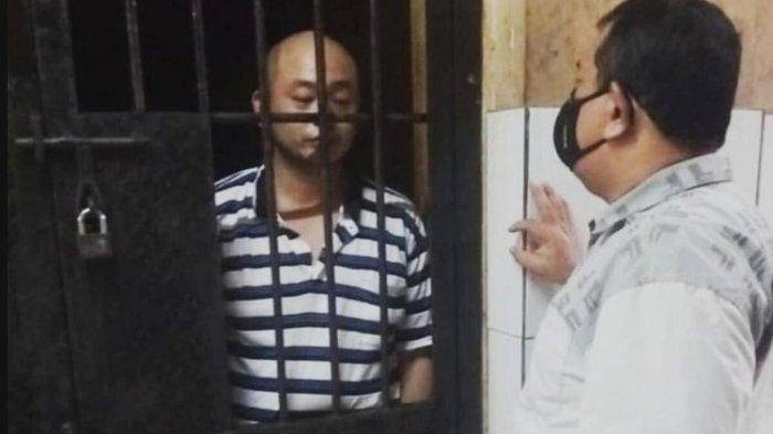 Tersebar Foto Penganiaya Perawat RS Siloam di Sel Tahanan, Wajahnya Tampak Pucat dan Matanya Sembab