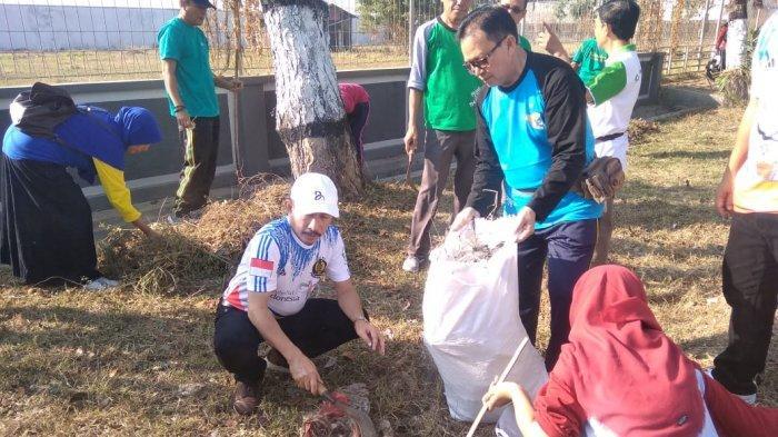 Kabupaten Pati Bebas Kantong Plastik, Bupati: Stiker Imbauan Bawa Tas, Kurangi Sampah Plastik