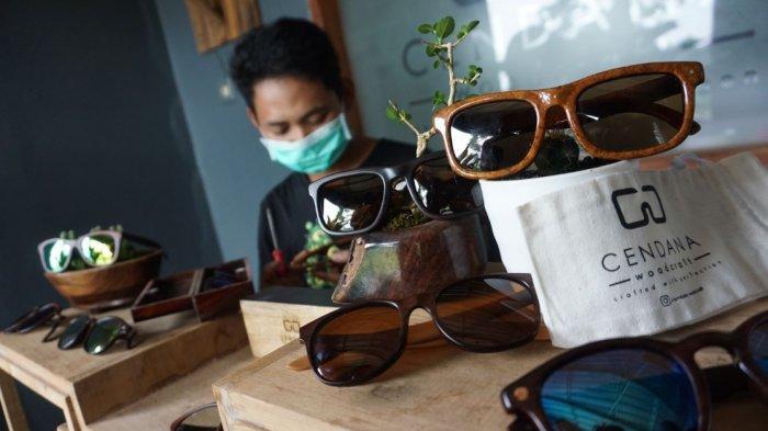 Cendana Woodcraft Kacamata Kayu Brand Lokal Batang Buatan Dedi Tembus Pasar Eropa