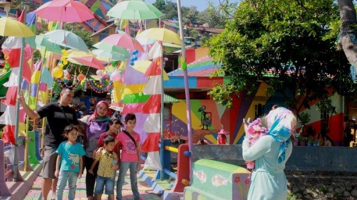 Hari Terakhir Libur Sekolah, Kampung Pelangi Dibanjiri Pengunjung