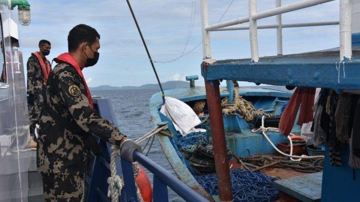 Kapal Pengawas Perikanan di Laut Sulawesi berhasil menangkap dua lagi kapal pelaku illegal fishing berbendera Filipina.