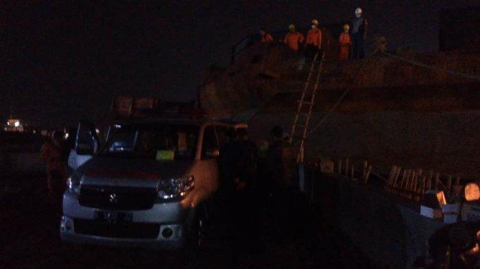 Empat Pekerja Perbaikan Kapal Tongkang Ditemukan Meninggal diPelabuhan Tanjung Emas