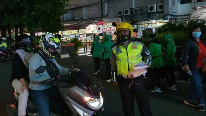 Kapolda Jateng Irjen Pol Ahmad Luthfi Bagikan Masker dan Nasi Kotak di Simpanglima