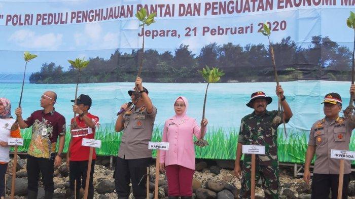 Polri Serempak Tanam Pohon Se-Indonesia, Kapolda Jateng dan Pangdam Turun ke Pantai Pungkruk Jepara