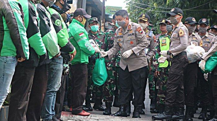 Polda Jateng Bersama Akpol Dan Kodam IV/Diponegoro Beri Sembako Serentak