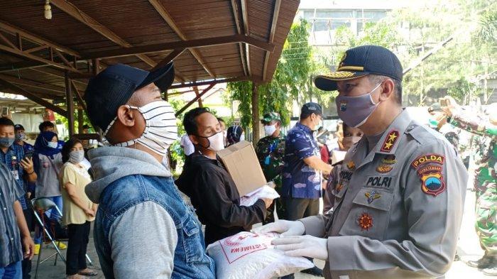 Polisi & TNI Bagikan Sembako Serentak di 1126 Lokasi Wilayah Jateng untuk Warga Kurang Mampu