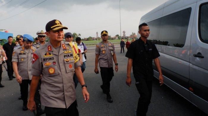 Surat Suara dari Jawa Tengah Dikirim ke Jakarta Menggunakan Pesawat Dikawal Ketat TNI Polri