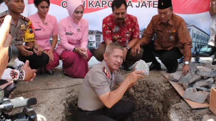Kapolda Jateng Meletakkan Batu Pertama Pembangunan Maporles Temanggung