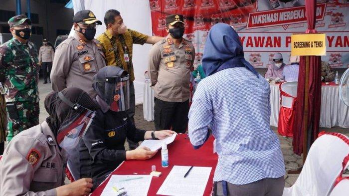 Tinjau Vaksinasi Buruh di Purbalingga, Kapolda Jateng: Walaupun Sudah Vaksin Tetap Jaga Prokes
