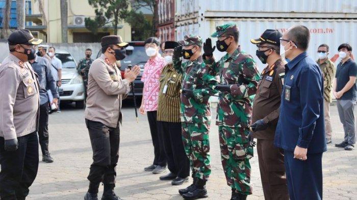 Kapolda Jateng Irjen Pol Ahmad Luthfi saat melakukan kunjungan ke Polres Purbalingga dan meninjau pelaksanaan vaksinasi buruh di PT Boyang Purbalingga, Selasa (24/8/2021).