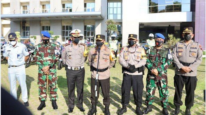 Kapolda Jateng Irjenpol Ahmad Lutfi pimpin apel gelar pasukan Operasi Patuh Candi 2021 di Mapolda Jateng.