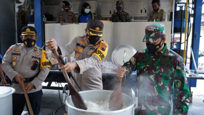 Polisi dan TNI Dirikan Dapur Umum untuk Korban Banjir di Batang
