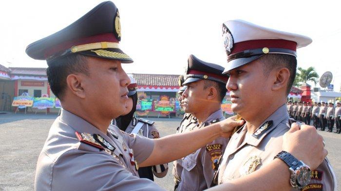 72 Anggota Polres Blora DapatKenaikan Pangkat saatHUT Bhayangkara Ke 73