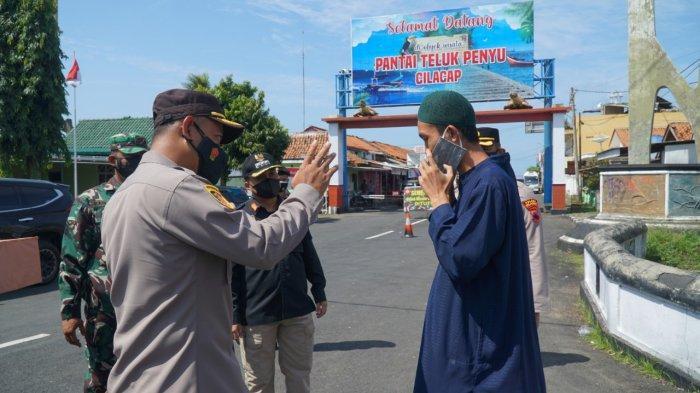 Pantai Teluk Penyu Menjadi Sasaran Pantauan Pelaksanaan PPKM Darurat di Cilacap