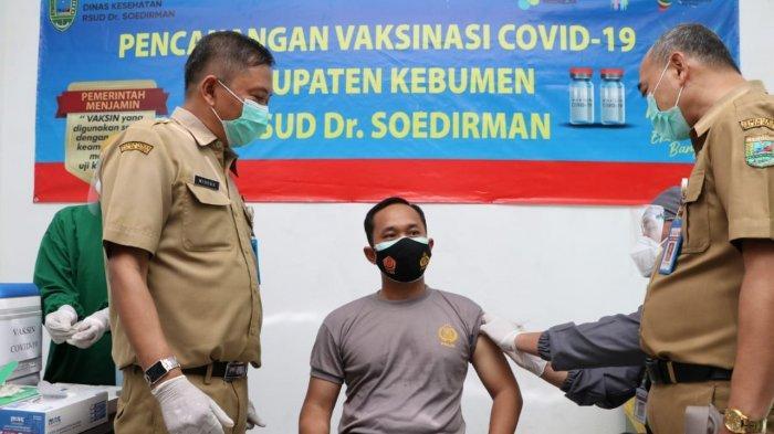 Berikut Reaksi Kapolres Kebumen AKBP Piter Yanottama saat Jalani Vaksinasi