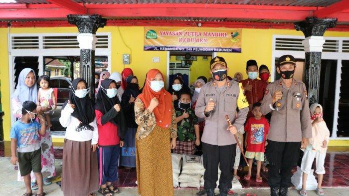 AKBP Rudy Cahya Kurniawan Baksos di Pondok Pesantren dan Panti Asuhan di Kebumen