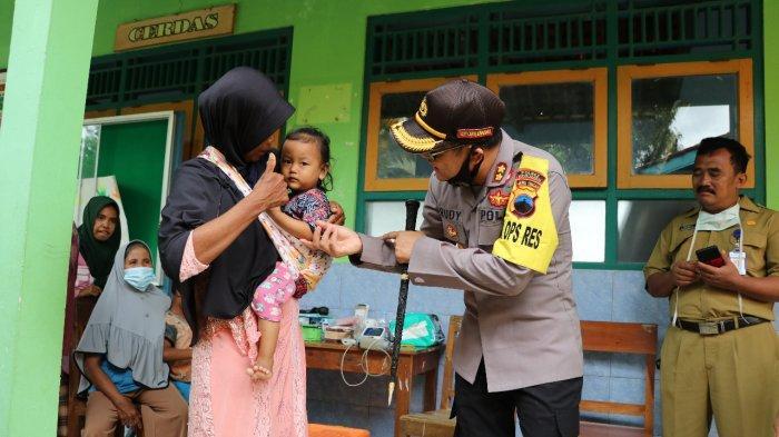 AKBP Rudy Cahya Kurniawan Turun Langsung Beri Hipnoterapi ke Anak-anak Korban Banjir di Kebumen