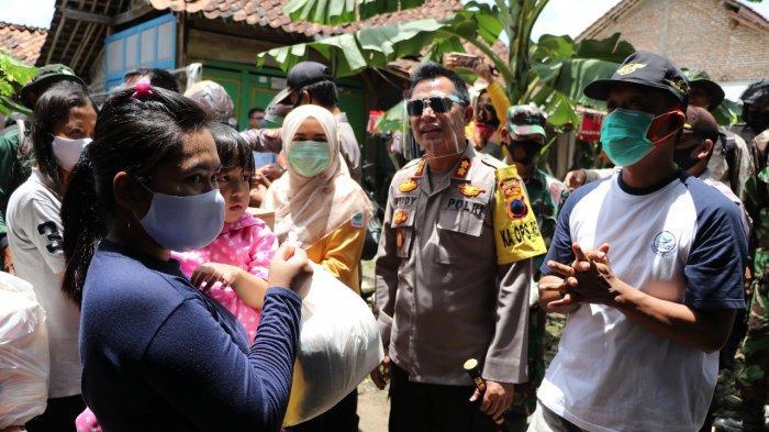 Warga Terdampak Banjir di Desa Krakal Kebumen Dapat Bantuan Sembako